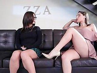 Lesbický hrubý strapon porno