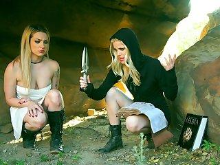 sitzen spankingk. com lesbo