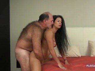 Tatínek lil girl porno