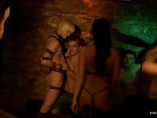 lesbické sexuální scény na youtube