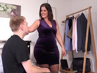 Mollig Striptease Große Titten